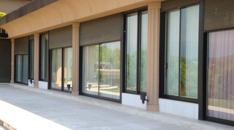 Nettoyage des grandes surfaces vitrées